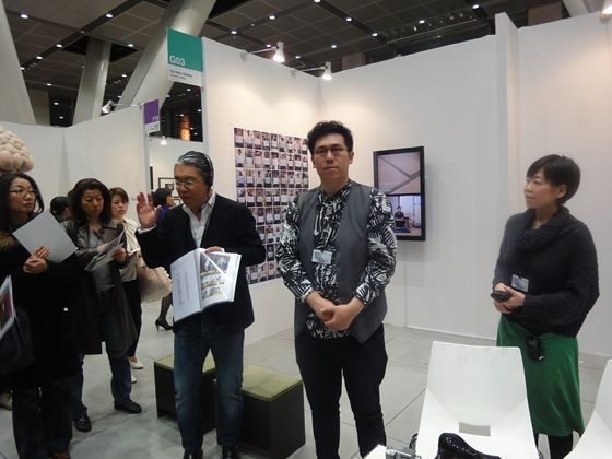 Chi-wen Gallery from Taiwan, with Mr. YU Cheng-Ta, winner of the Bacon prize which is an award of Art Fair Tokyo.
