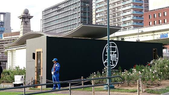 Exterior side of Nakanoshima Hotel. Night-tiime security is available for hotel guests.
