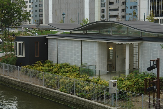 Back side of Nakanoshima Hotel. Black structure is a room component for this installation, which is attached to existing public restrooms.