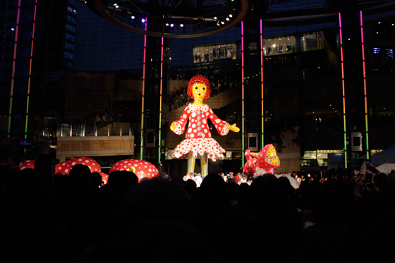 """Yayoi-chan"" and her dog ""Ring-Ring"" at the Opening Ceremony of Roppongi Art Night??"