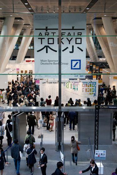 Entrance of Art Fair Tokyo 2012, Photo by Munetoshi Iwashita (c) Art Fair Tokyo.