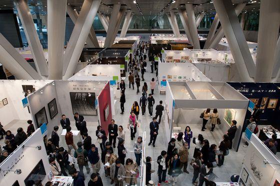 Floor of Art Fair Tokyo 2012, Photo by Munetoshi Iwashita (c) Art Fair Tokyo.