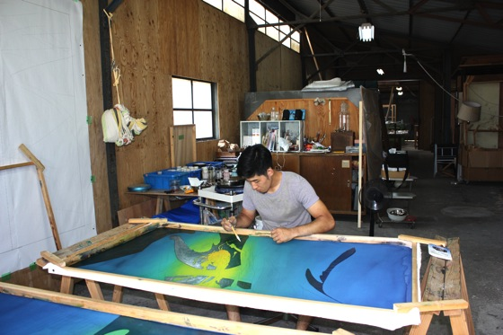 Ryuichiro Ando dyeing his work at the studio.