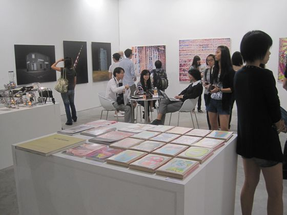 The combined NANZUKA, Yamamoto Gendai galleries saw a non-stop flow of visitors to their booth.