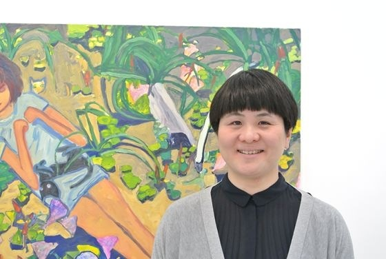 "Makiko Kudo in front of her painting ""Following everywhere"""
