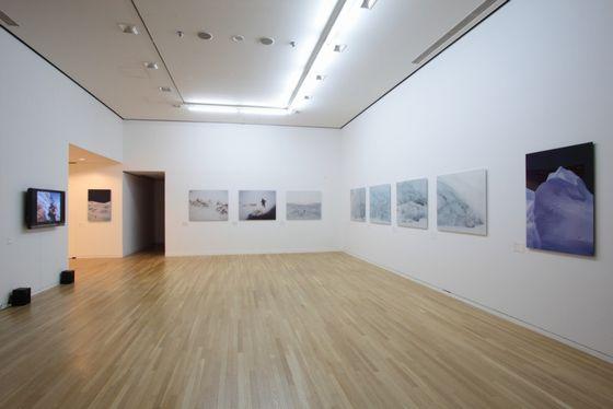 Exhibition view of the artwoks by Naoki Ishikawa photo by Keizo Kioku