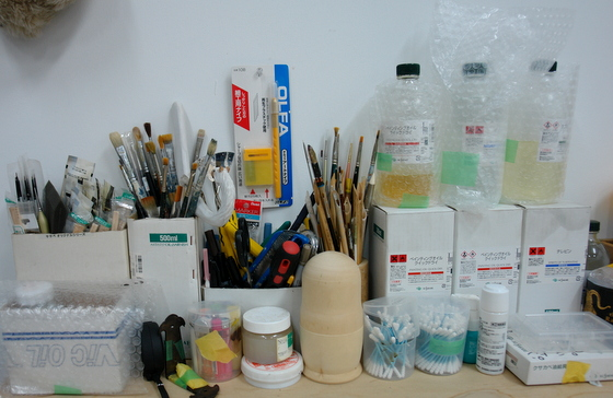 Brushes, tools and materials.