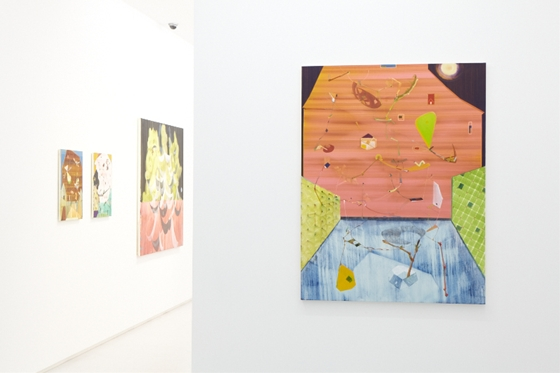"Yutaka Watanabe ""ooparts D"" on the right at 8/ ART GALLERY/ Tomio Koyama Gallery, Photo by Kenji Takahashi"